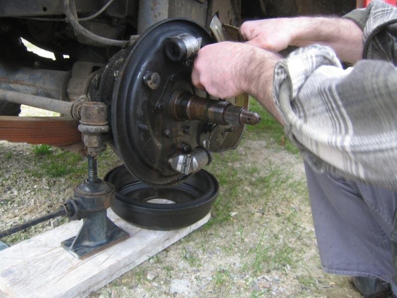 Remplacement des roulements de moyeux et garnitures de freins (démontage) Img_2020