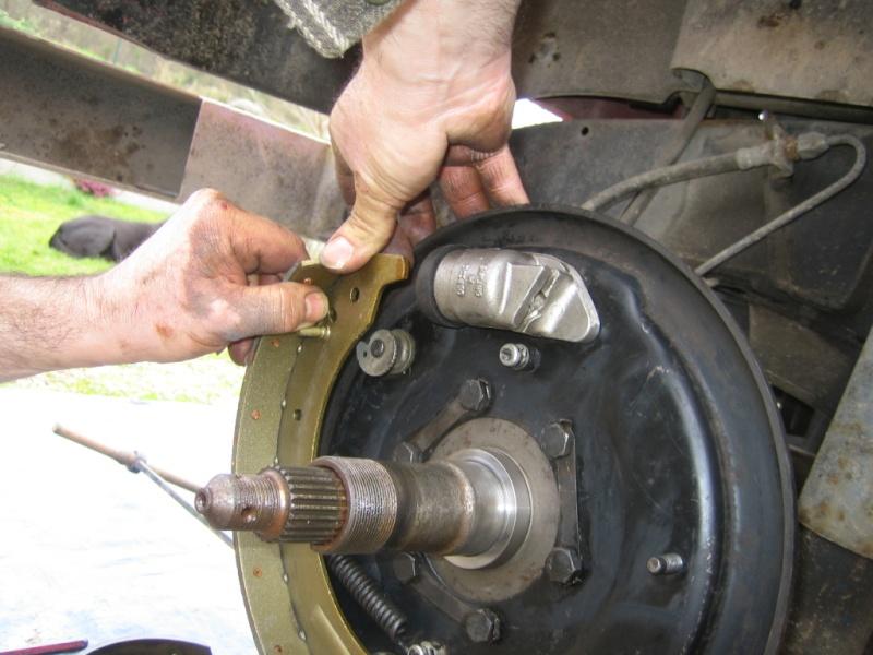 Remplacement des roulements de moyeux et garnitures de freins (démontage) Img_2025
