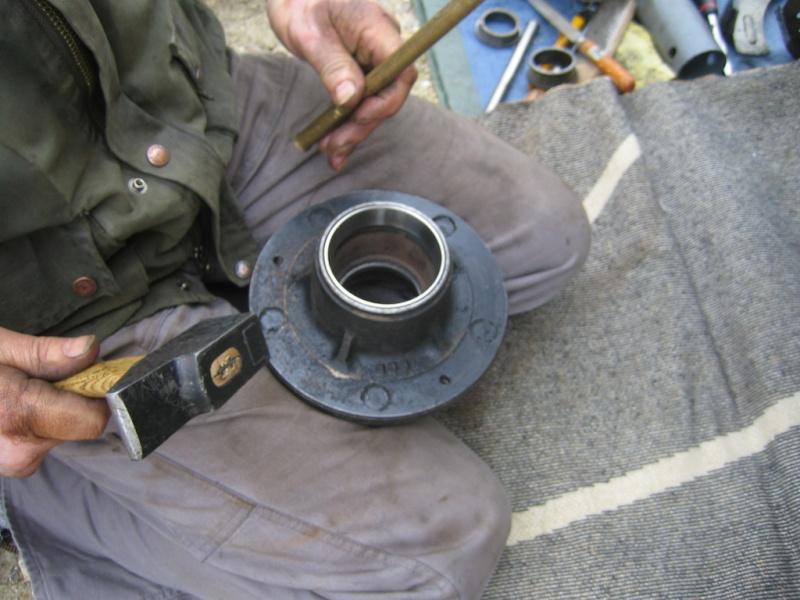 Remplacement des roulements de moyeux et garnitures de freins (démontage) Img_2027