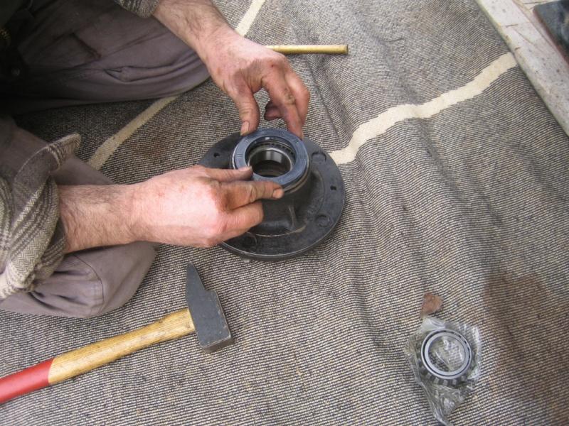 Remplacement des roulements de moyeux et garnitures de freins (démontage) Img_2030