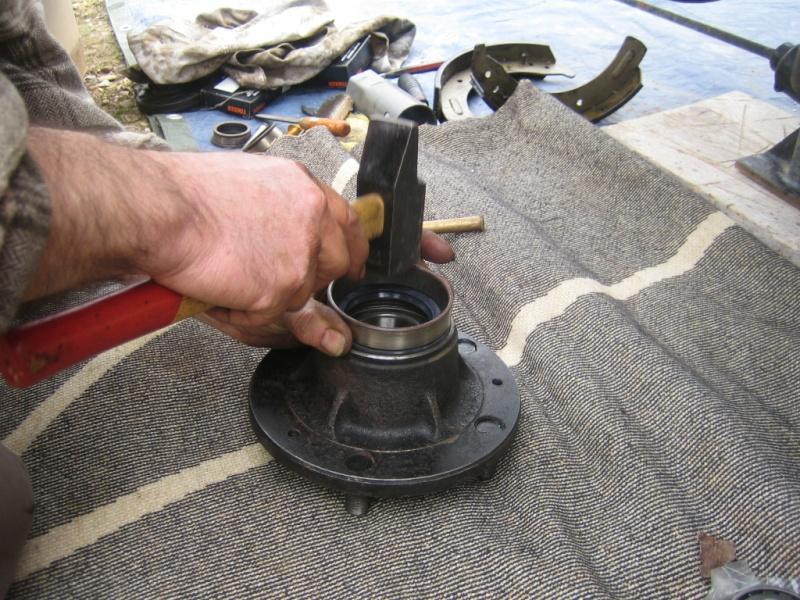 Remplacement des roulements de moyeux et garnitures de freins (démontage) Img_2031