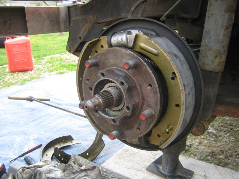 Remplacement des roulements de moyeux et garnitures de freins (démontage) Img_2032