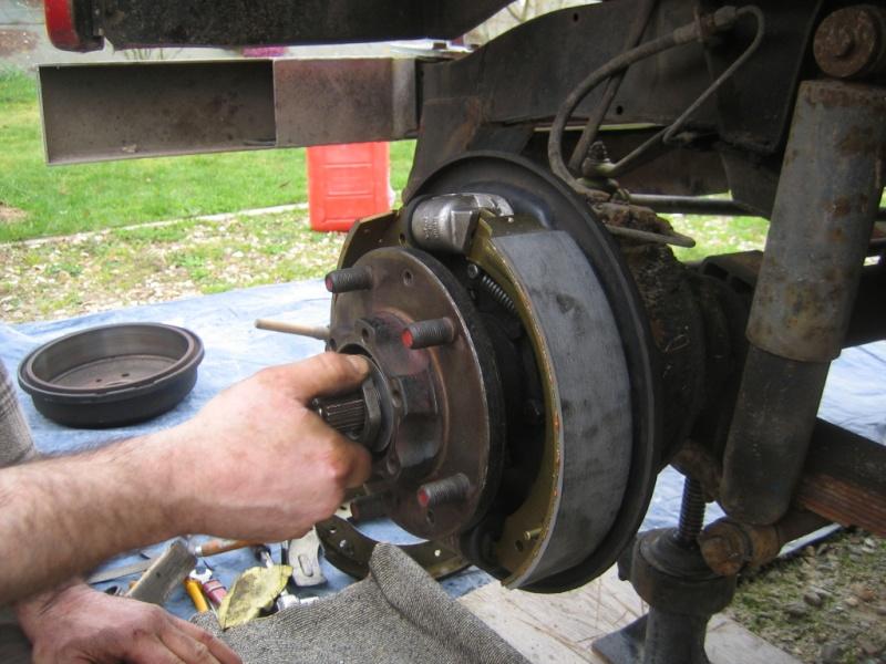 Remplacement des roulements de moyeux et garnitures de freins (démontage) Img_2033
