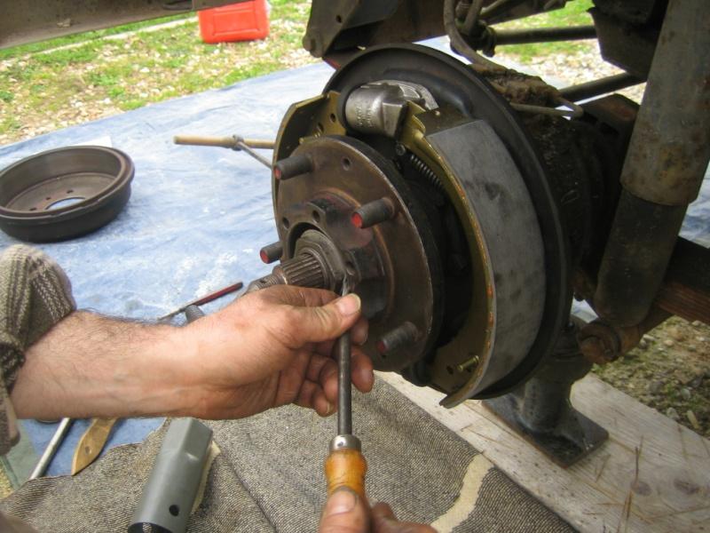 Remplacement des roulements de moyeux et garnitures de freins (démontage) Img_2034