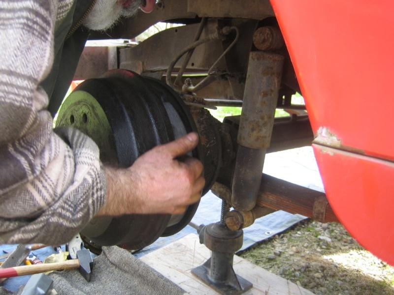 Remplacement des roulements de moyeux et garnitures de freins (démontage) Img_2035