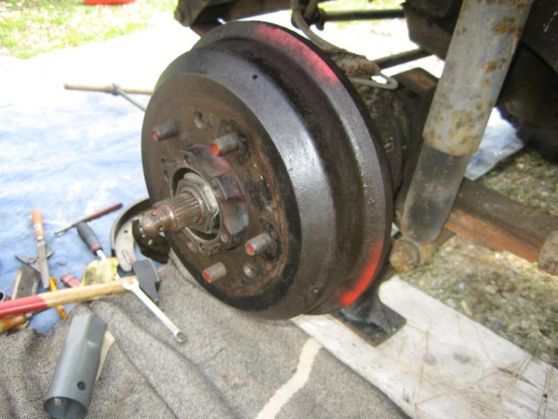 Remplacement des roulements de moyeux et garnitures de freins (démontage) Img_2036
