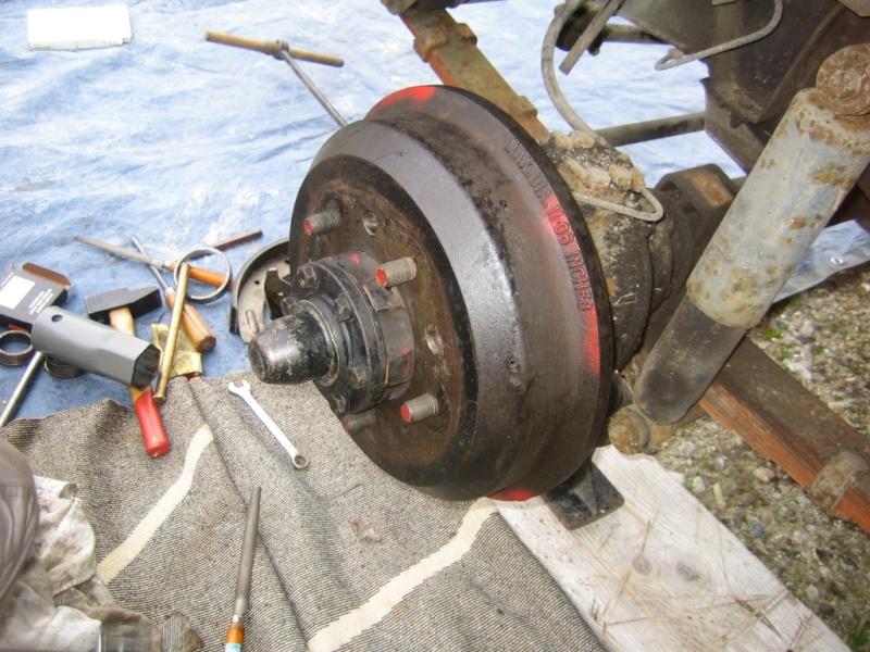 Remplacement des roulements de moyeux et garnitures de freins (démontage) Img_2038