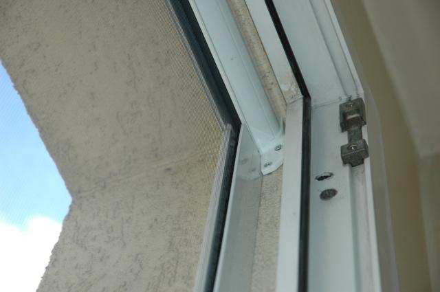 Installation protection fenêtres et balcons - Page 2 Mousti12