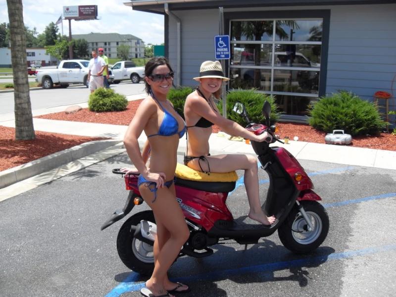 Qui sont les conductrices de moto et de scooter ? 06411