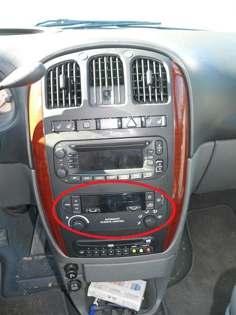 Changer les lampes d'éclairage du panneau de climatisation P1120112