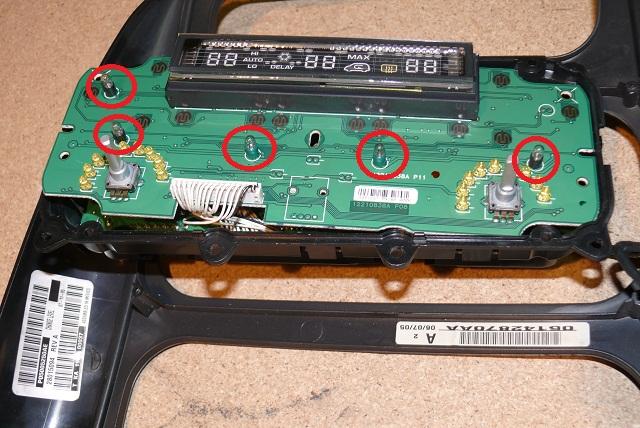 Changer les lampes d'éclairage du panneau de climatisation P1120113