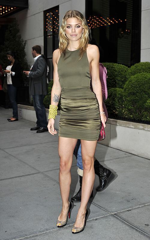 AnnaLynne McCord llegando a NYC Hotel Annaly13