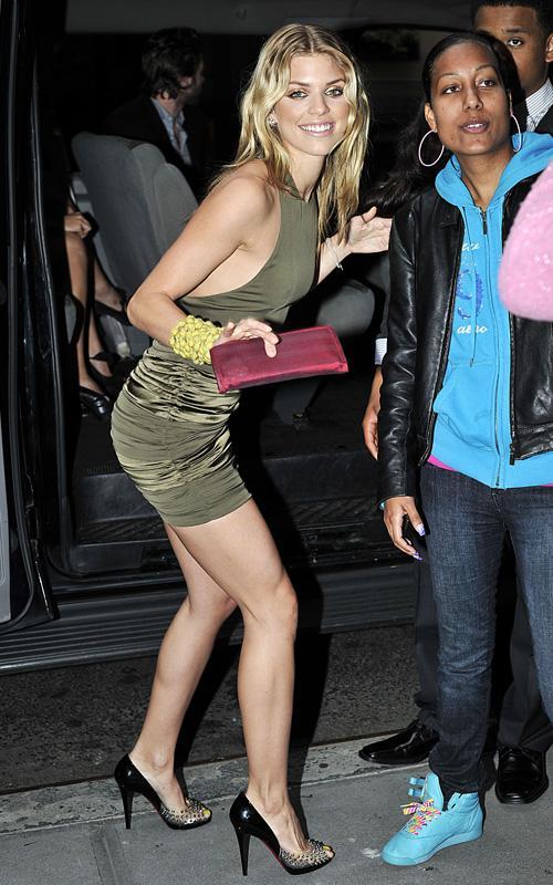 AnnaLynne McCord llegando a NYC Hotel Annaly14