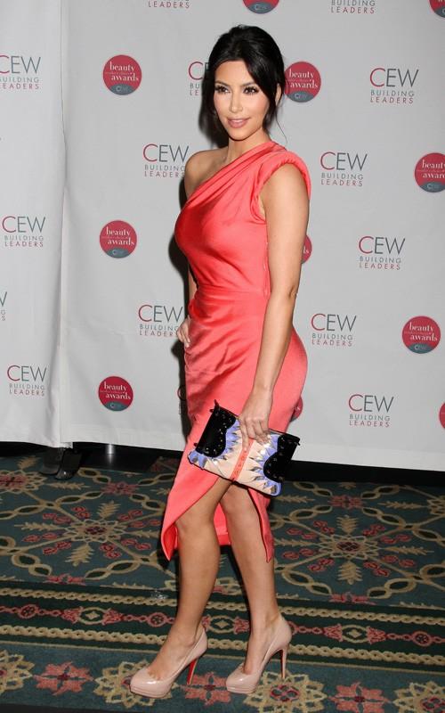 Kim Kardashian en The 16th Annual CEW Beauty Awards Kim-ka12