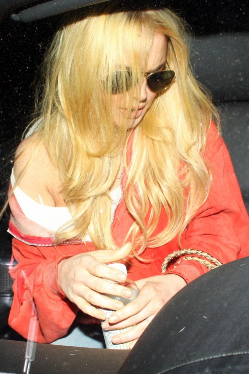 Lindsay Lohan saliendo de un evento Lindsa22