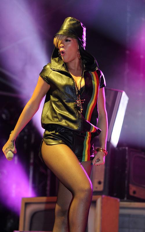 Rihanna en un concierto en Wales Rihann14
