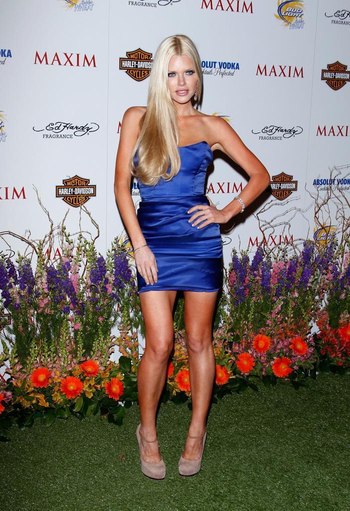 Sophie Monk en la fiesta de Maxim nocturna Ttdvzj10