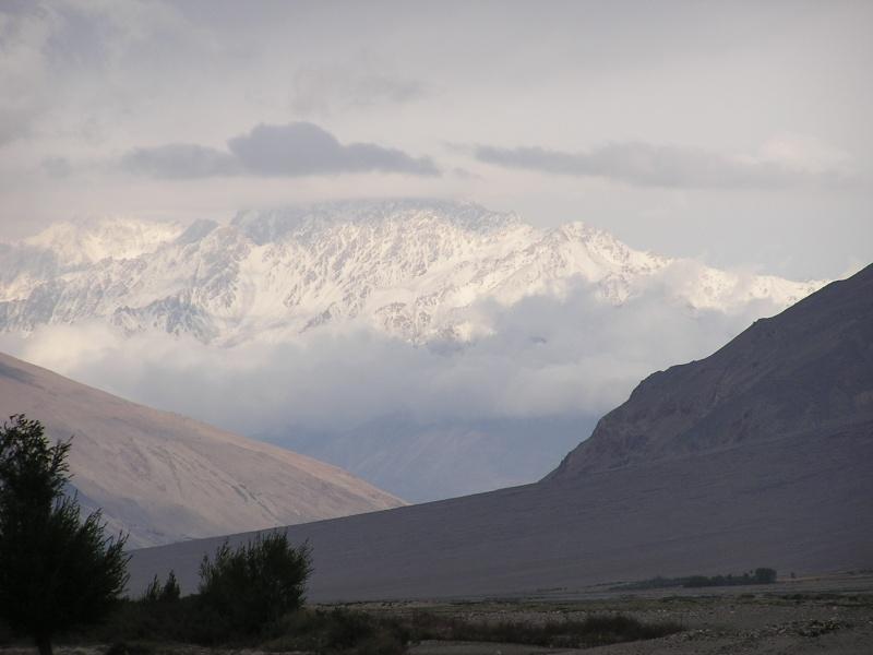 Les points culminants du monde vus avec Google Earth Afghan13