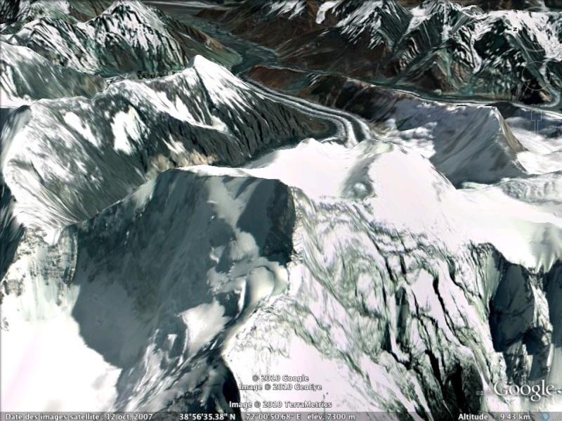 Les points culminants du monde vus avec Google Earth Tadjik11