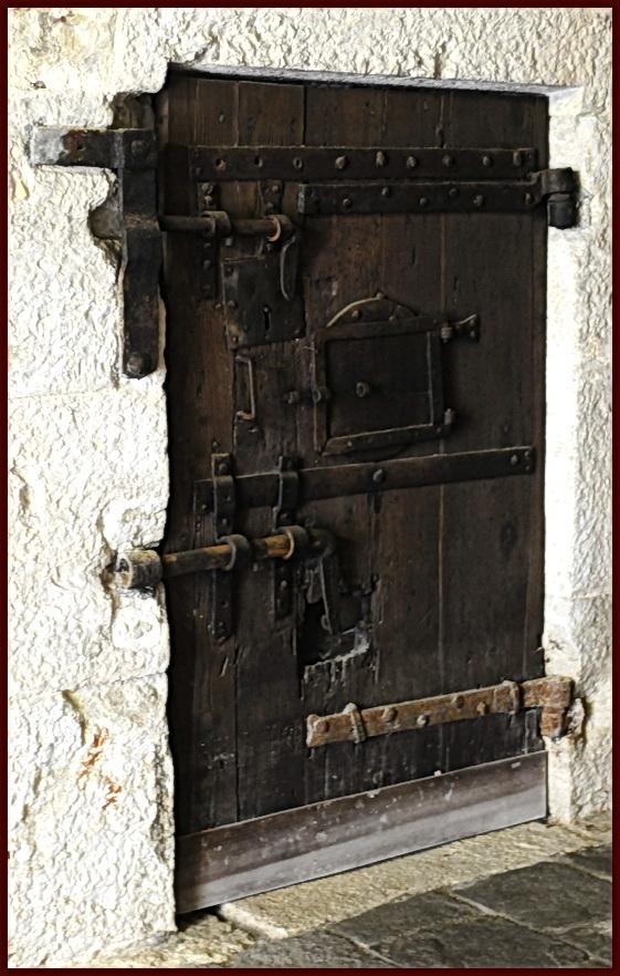 Une porte, nos portes, vos portes [fil ouvert] - Page 4 Une_vr10