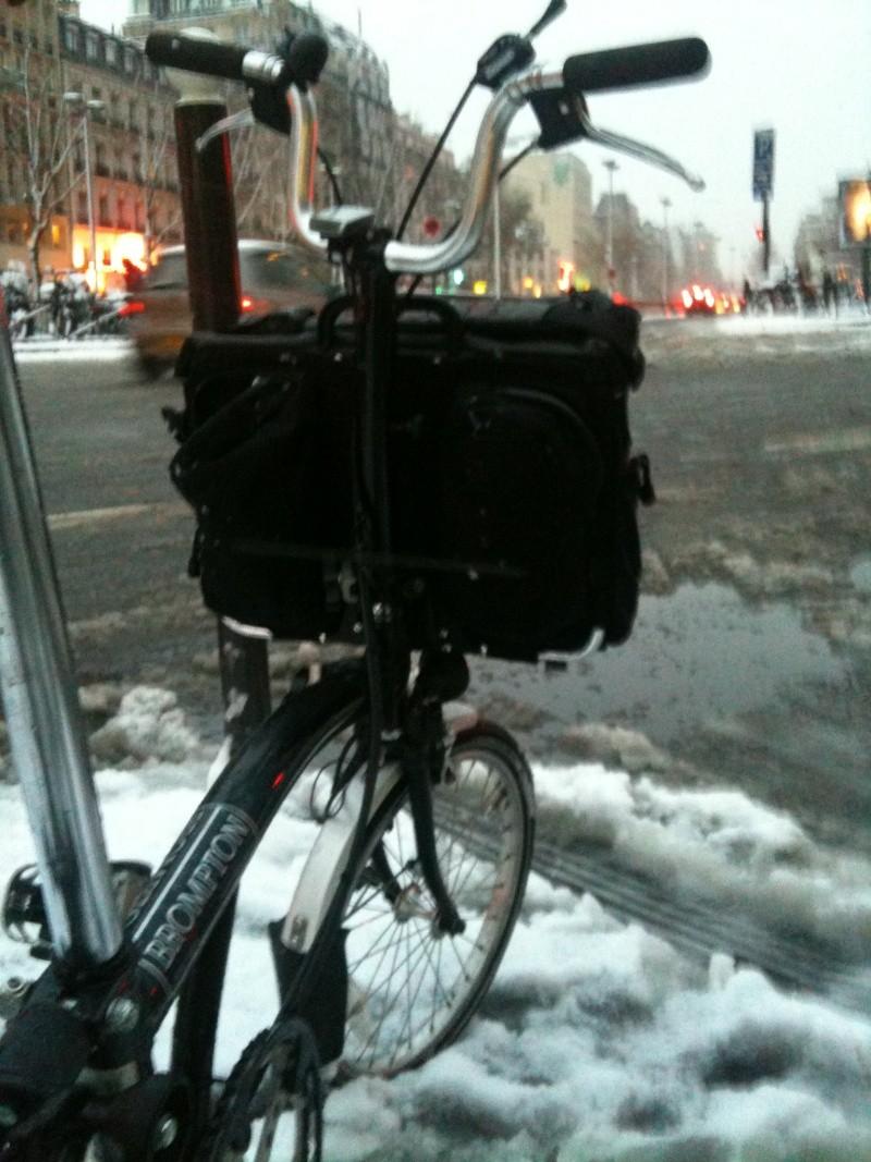 Sous la neige en ville: Brompton 1 - Voiture 0 - Page 4 Neige10