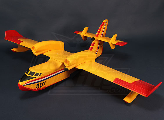 Avion bombardier d'eau Cl415_11
