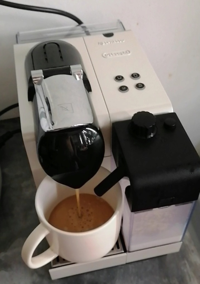 Nespresso Lattissima (Used) for sale Screen12