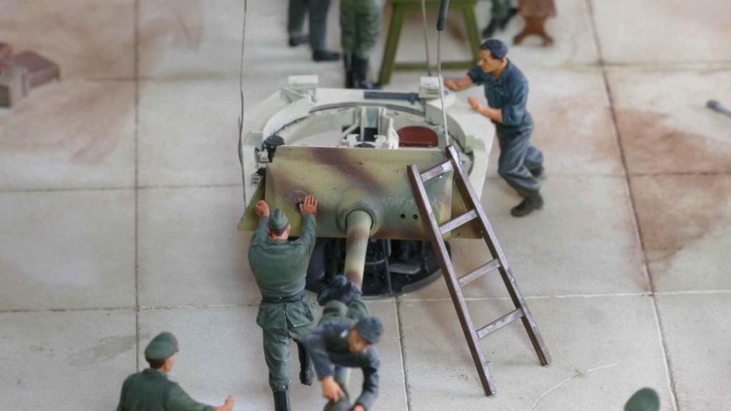 Maintenance d'un panzer dans une usinependant la guerre _copie23