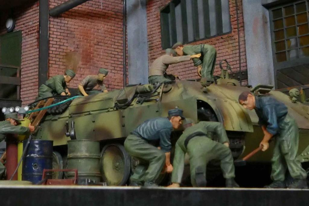Maintenance d'un panzer dans une usinependant la guerre P1000120