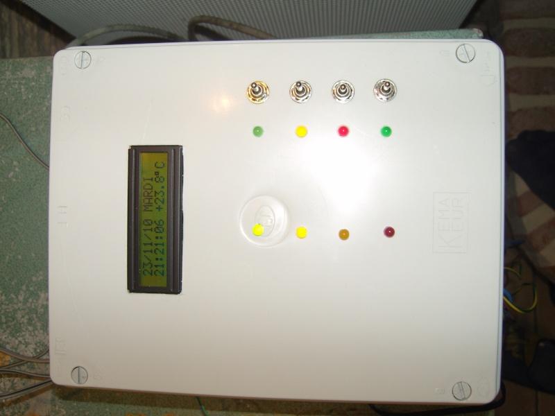 montage électronnique d'un programmateur horaire avec affichage lcd Snv80213