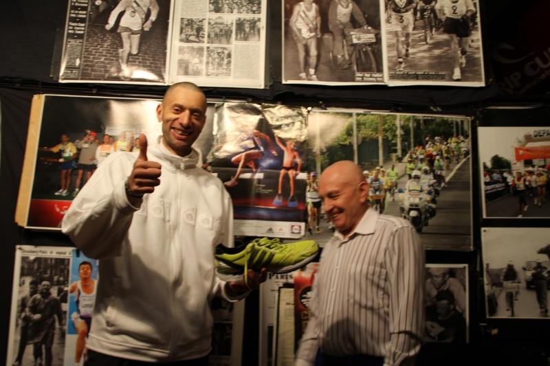 Les  chaussures championes de FRANCE des 24 heures 2011 Img_0016