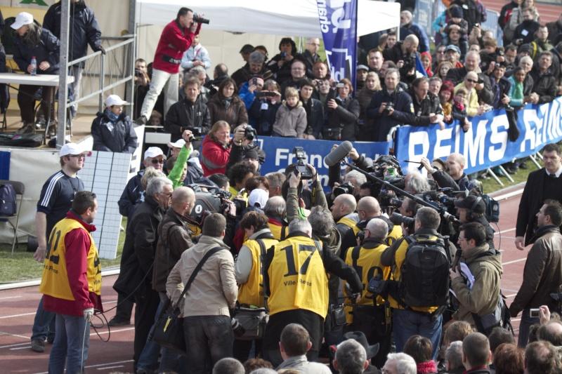Yohann  DINIZ dans la foule des journalistes  Img_0211