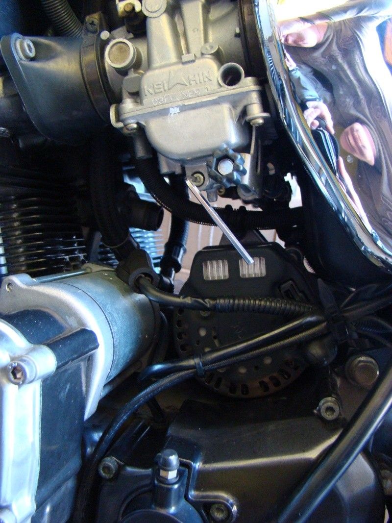 Purge des cuves de carburateurs des Inazuma GSX 750 et GSX 1200 Dsc04710
