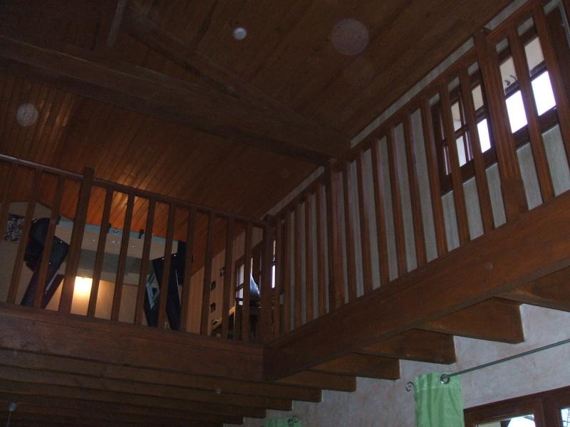 quel papier peint choisir avec des menuiseries (poutre apparentes au plafond et portes) couleur  chêne clair? 00311