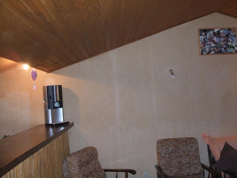 quel papier peint choisir avec des menuiseries (poutre apparentes au plafond et portes) couleur  chêne clair? 01410