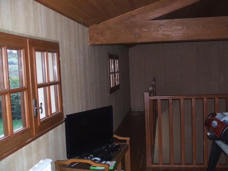 quel papier peint choisir avec des menuiseries (poutre apparentes au plafond et portes) couleur  chêne clair? 01610
