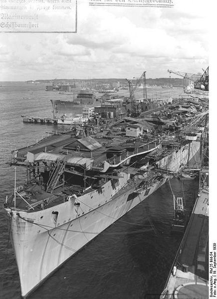 DKM Graf Zeppelin  435px-10