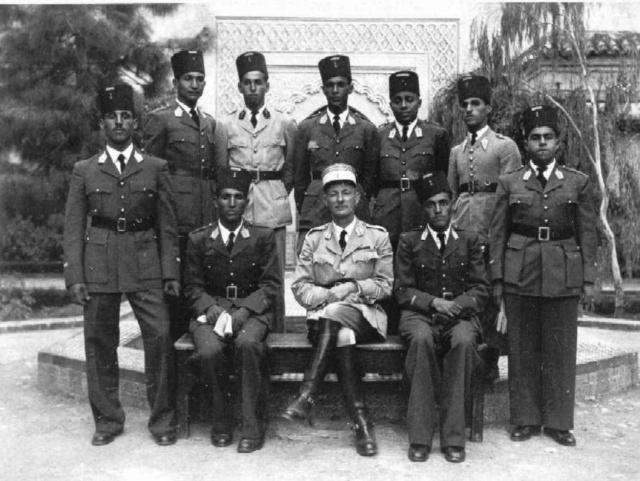 Les généraux de Sa Majesté - Page 11 Darelb10