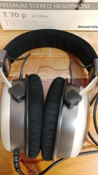 Beyerdynamic T70p headphones Beyerd12