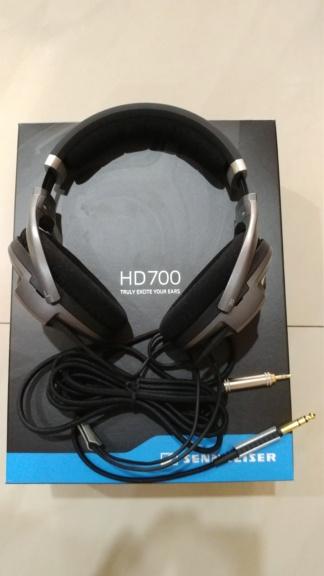 Sennheiser HD 700 headphones Sennhe15