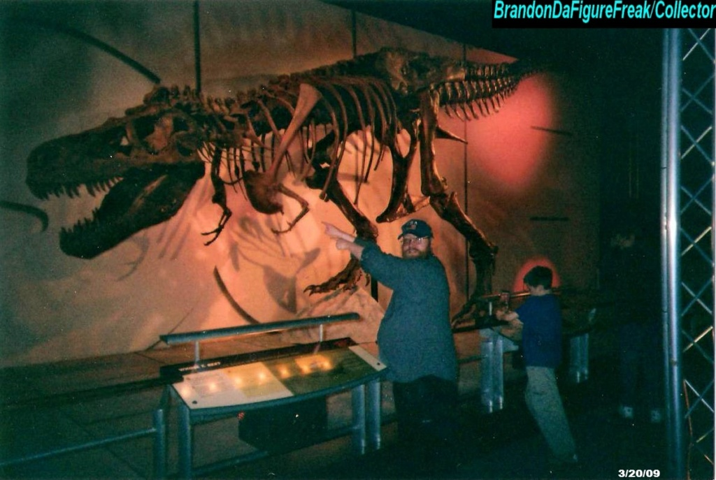 Cryptozoology & Ufology Discussion: My Sasquatch sighting and Me & T-REX Sue! Me__t-12