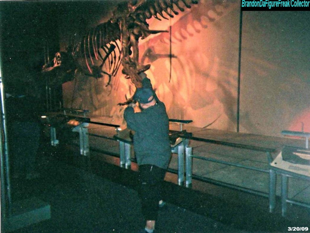 Cryptozoology & Ufology Discussion: My Sasquatch sighting and Me & T-REX Sue! Me__t-13