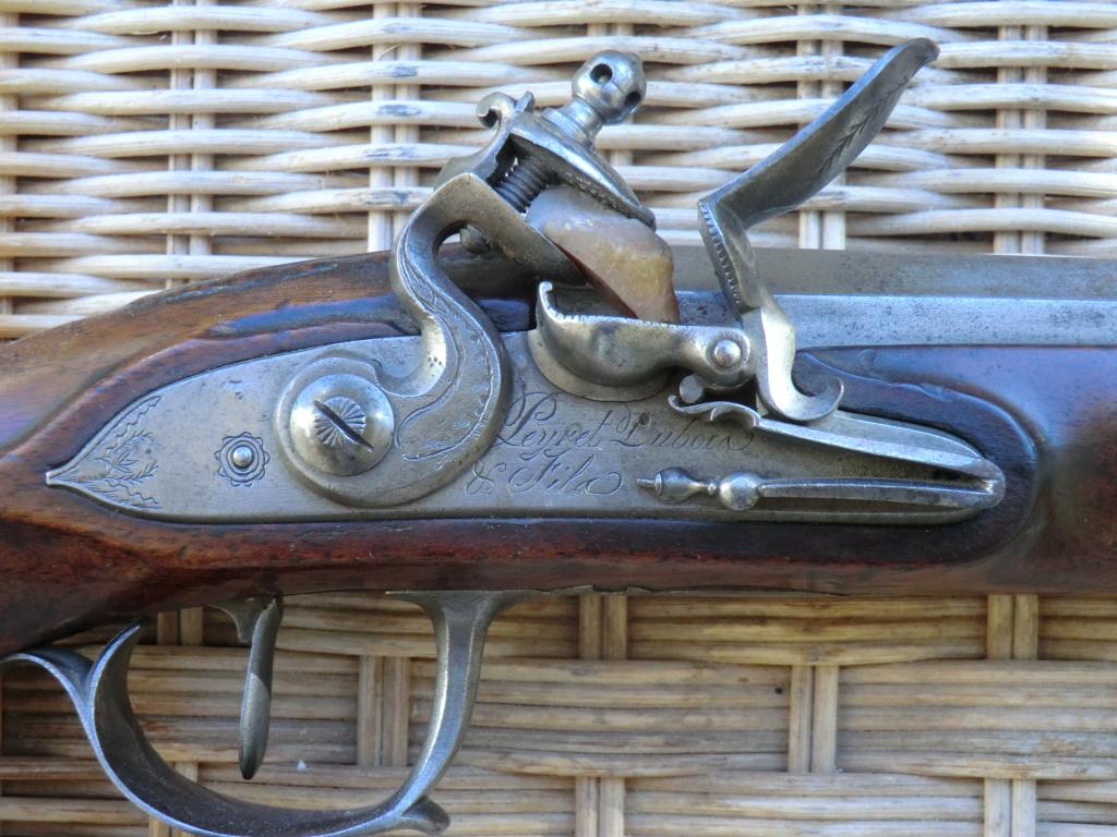 Pistolet d'officier à silex Cimg3858