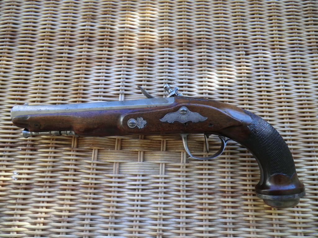 Pistolet d'officier à silex Cimg3861