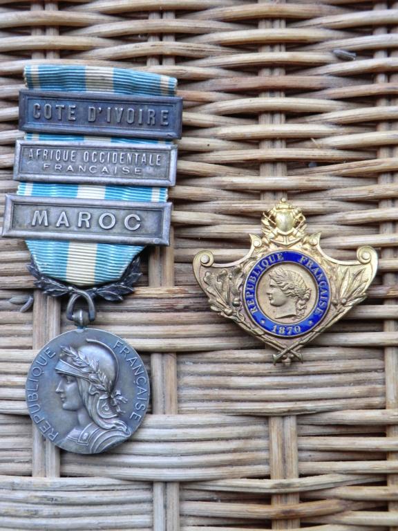 Chatou : Médailles coloniales, Meissen... Cimg4615