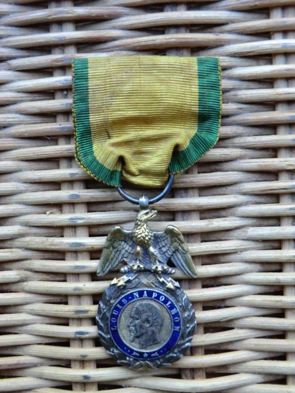 Médaille militaire 2nd Empire et casque allemand Cimg5612