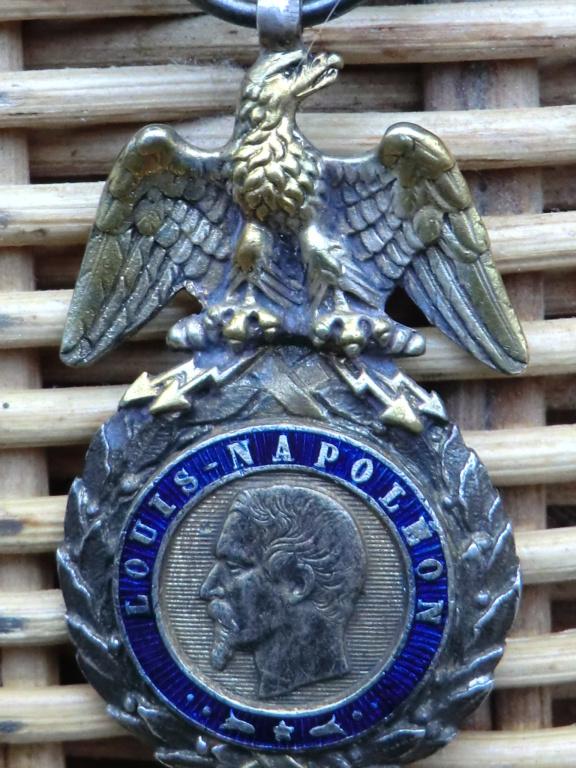 Médaille militaire 2nd Empire et casque allemand Cimg5613
