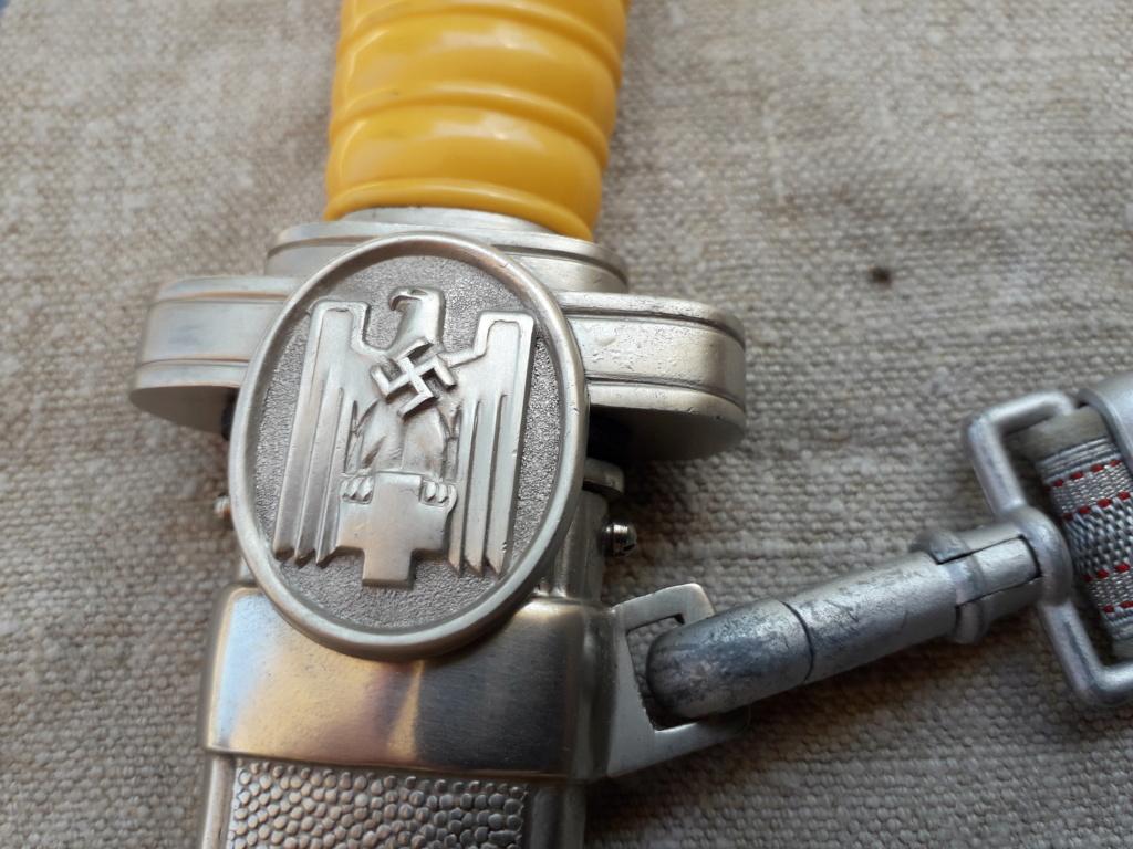 Une dague d'officier de la Deutsches Rote Kreuz et sa bélière 20190721