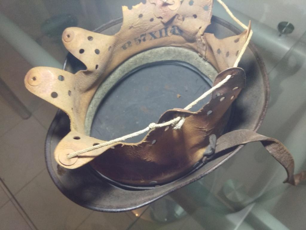 Un curieux casque Allemand Img_2068