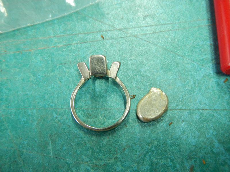refaire une griffe sur une bague or gris + diamants Emerau14
